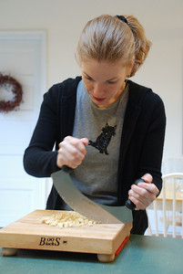 Chopping almonds with a mezzaluna, wearing the T-shirt of my buddy Thomas Kat