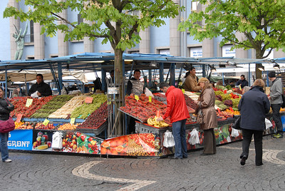 Outdoor fruit market at Hotorgshallen