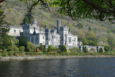 Kylemore Abbey at base of Duchruach Hill